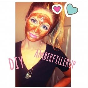 """Même Amberfillerup utilise le masque """"CANNELLE et MIEL"""". Ce masque fait maison (DIY) est international ! Pour celles qui maîtrisent l'anglais, un seul blog : barefootblonde.com"""